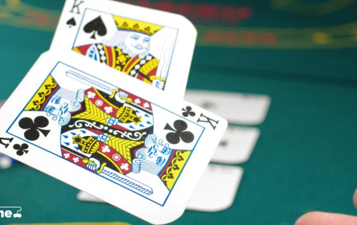 Esitelty kuva 6 parasta opassovellusta pokerin oppimiseen 700x441 - 6 parasta opassovellusta pokerin oppimiseen